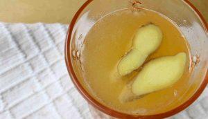 Cómo hacer agua de jengibre para tratar migrañas, ardor de estómago y dolor muscular