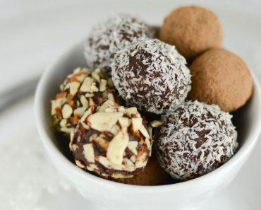 Estas trufas de chocolate negro y aceite de coco están cargadas de magnesio y SIN azúcar