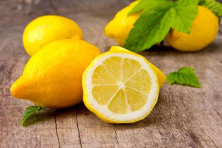 Corta unos limones y colócalos en la cabecera de tu cama - ¡Aquí está la razón!