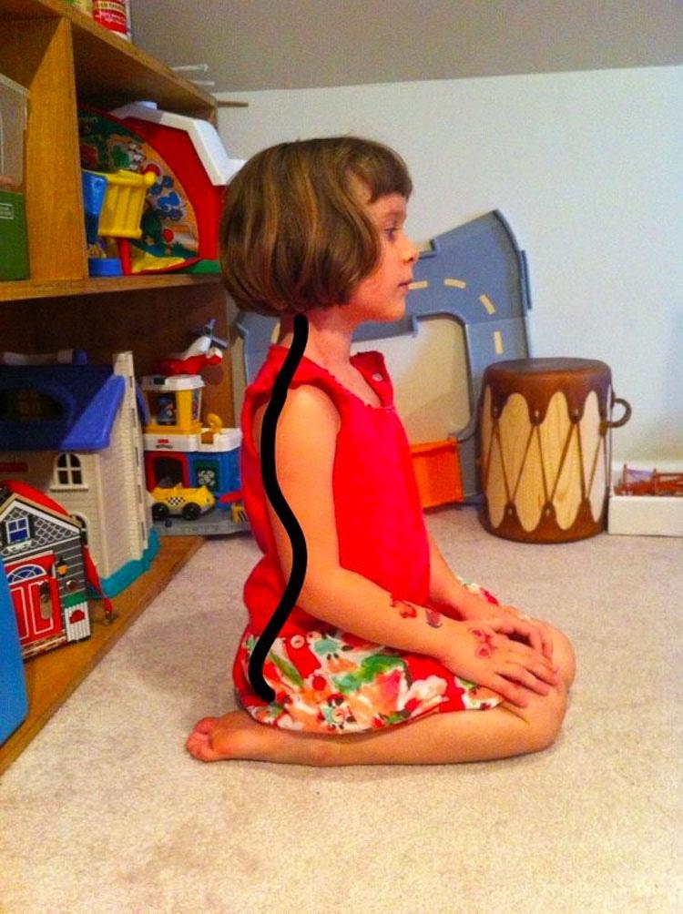 Si ves a niños sentados de esta forma, detenlos - Es más peligroso de lo que parece