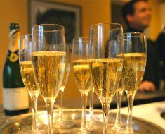El champagne podrían ayudar a prevenir la demencia y la enfermedad de Alzheimer