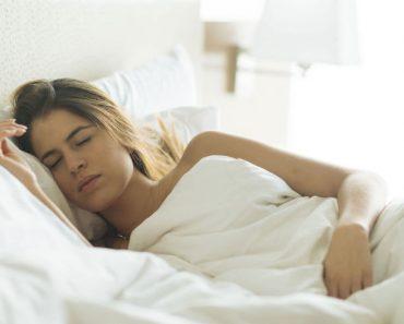 8 fantásticos beneficios de dormir completamente desnudo
