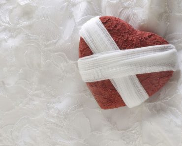 """Un """"corazón roto"""" puede literalmente matarte: estudio de los peligros reales del desamor"""
