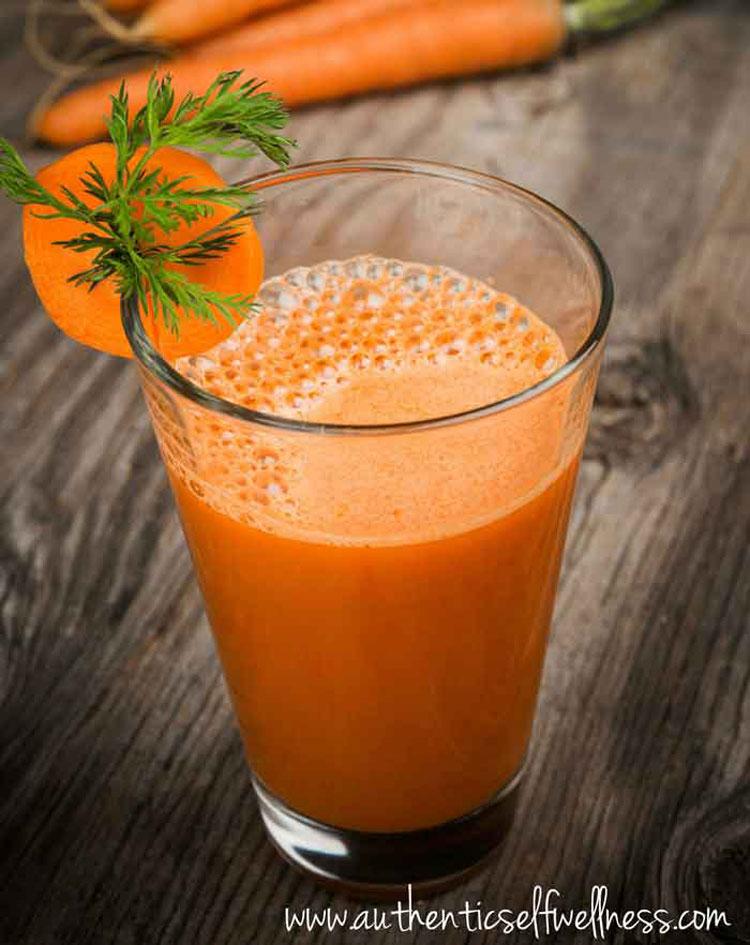 Receta de zumo de jengibre, zanahoria y cúrcuma para controlar el colesterol, prevenir alzheimer y combatir la inflamación