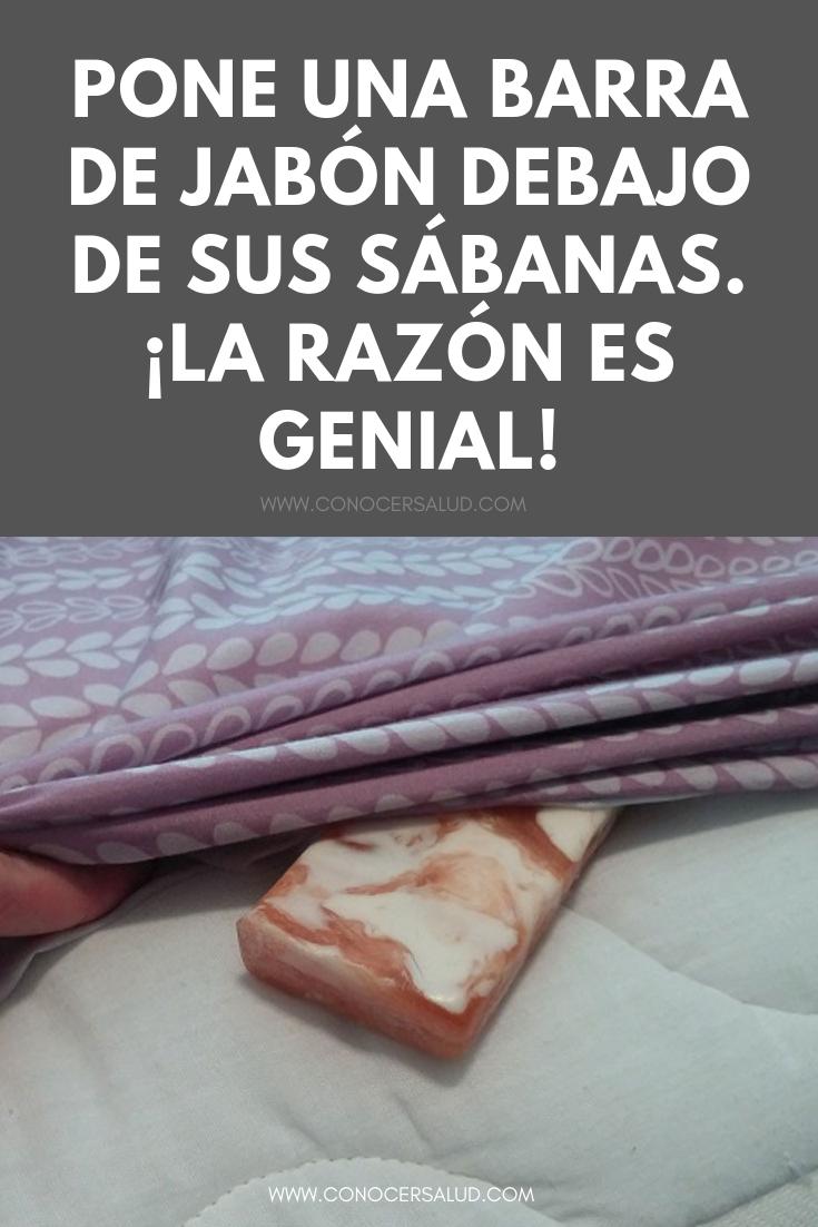 Pone una barra de jabón debajo de sus sábanas. ¡La razón es genial!