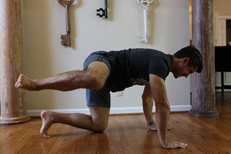 5 ejercicios para deshacerse del dolor de espalda causado por estar siempre sentado