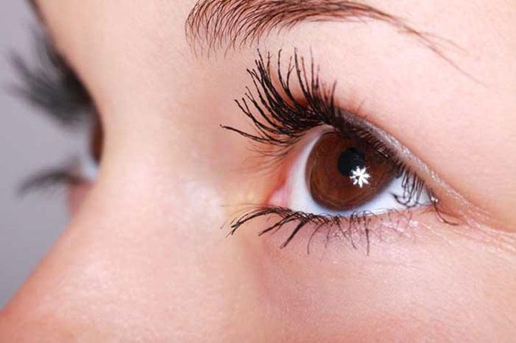 4 ejercicios que puede hacer para revertir el daño a los ojos por mirar pantallas todo el día