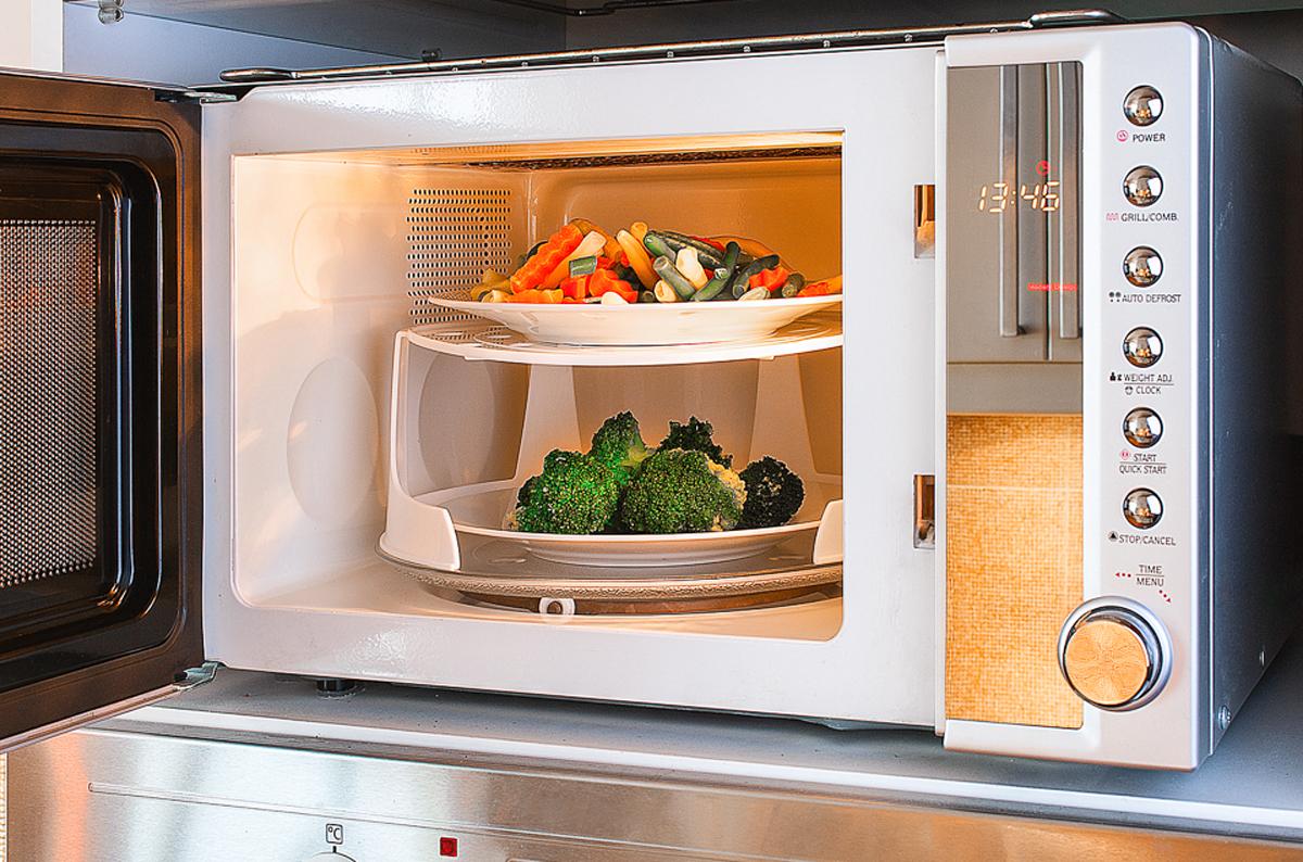 5 terribles razones por las que debe dejar de usar el for Cocinar en microondas