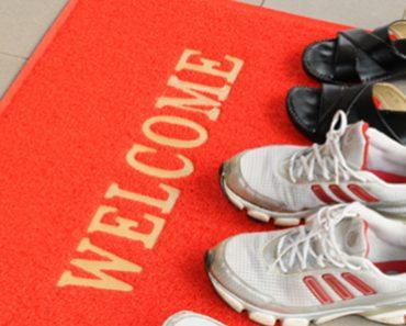 La suela de tus zapatos está más sucia que un retrete (y otras razones para no usarlos en el interior)
