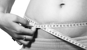 6 maneras de deshacerse de un vientre hinchado SIN ejercicios de abdominales