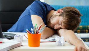 9 síntomas de que no está durmiendo lo suficiente