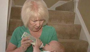 Esta es la razón por la que los abuelos que cuidan niños viven más tiempo