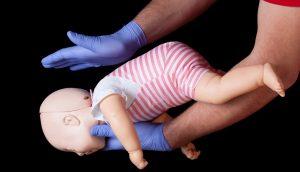 3 pasos inmediatos a seguir si su bebé se está ahogando