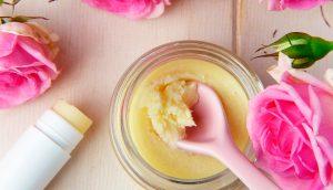 3 Cremas de noche naturales hechas en casa para darle una piel brillante y joven