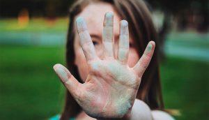 10 maneras inteligentes de responder a una persona negativa