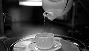 Beneficios de la terapia de agua matutina y cómo hacerla en casa