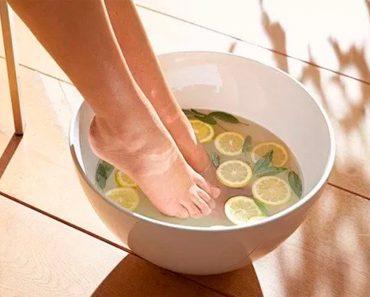 5 maneras en que un remojo de pies casero de menta y limón puede beneficiar su salud
