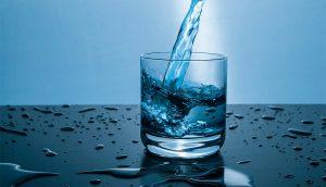Cómo hacer agua alcalina para mantener su cuerpo saludable