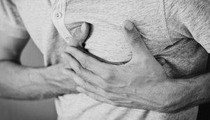 4 maneras de sobrevivir a un ataque al corazón cuando usted está solo