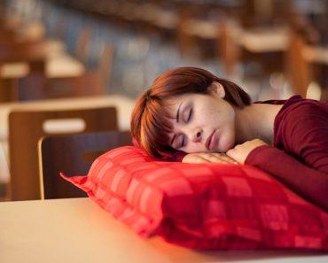 6 alimentos que le harán perder el sueño