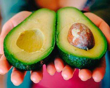 17 beneficios del aceite de aguacate para la piel, el cabello y la salud