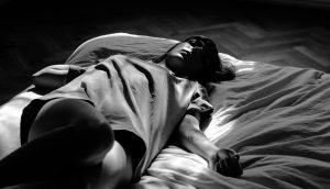 Qué es la parálisis del sueño: Causas, factores de riesgo y prevención