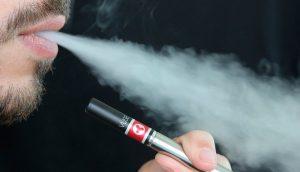 Los cigarrillos electrónicos 'bombean' sustancias cancerígenas a los pulmones