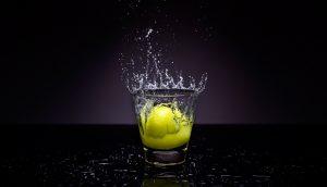 Esto es lo que le sucede a tu cuerpo cuando bebes agua de limón todas las mañanas