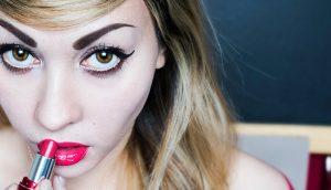 Científicos explican 10 cosas que le suceden a tu cuerpo cuando dejas de usar maquillaje