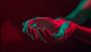 8 cosas que sus manos pueden decirle sobre su salud